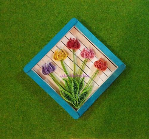 قاب چوبی با گل لاله کاغذی