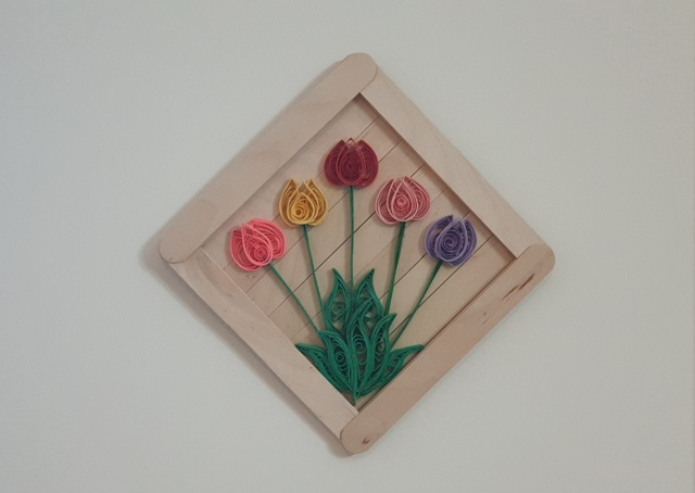 قاب چوب بستنی با گل لاله ملیله کاغذی