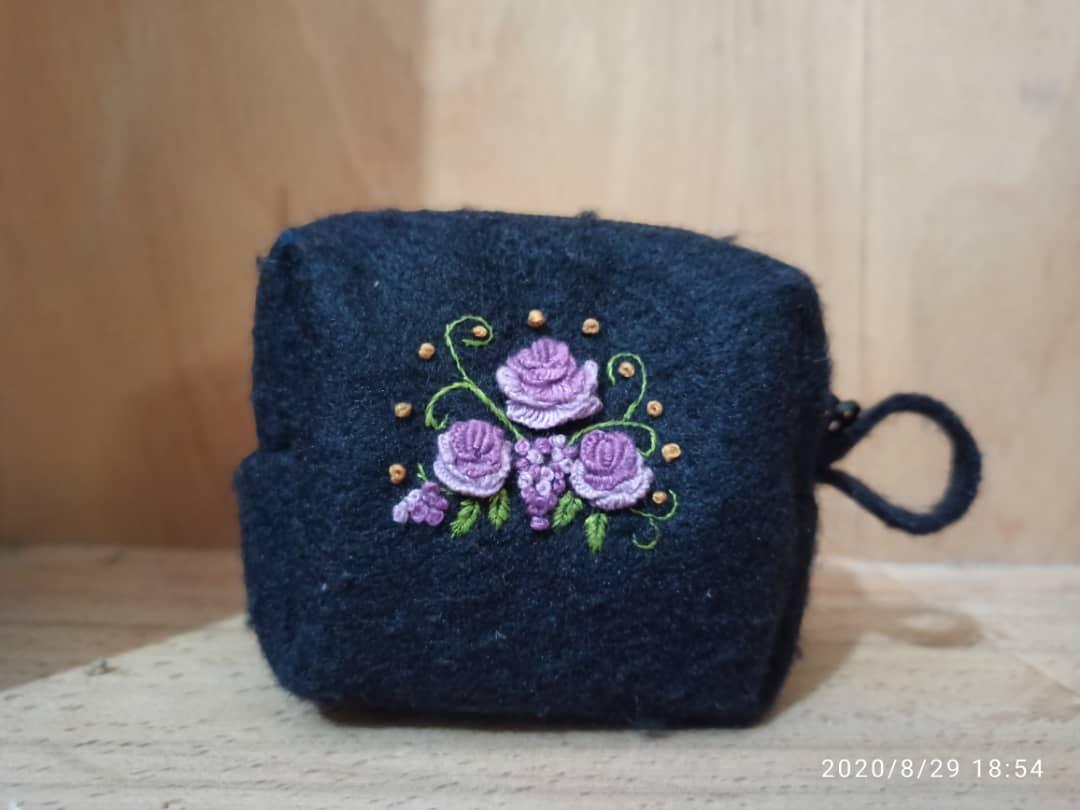 کیف نمدی کوچک گلدوزی شده