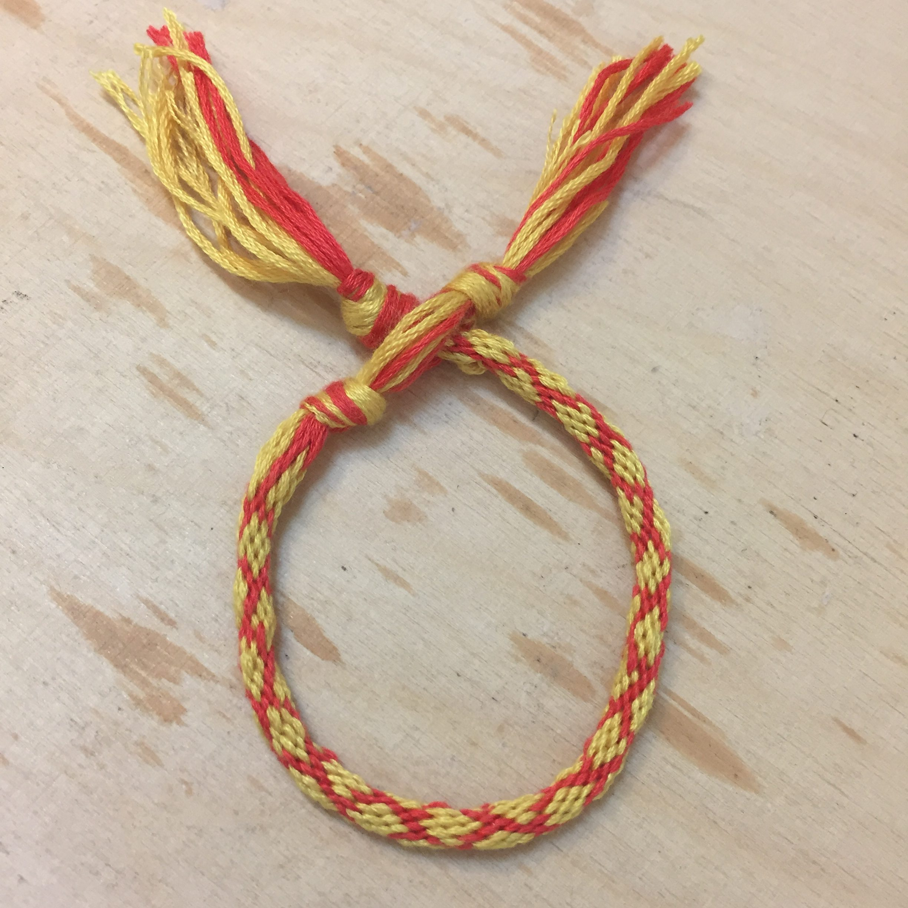 دستبند دوستی زرد و قرمز